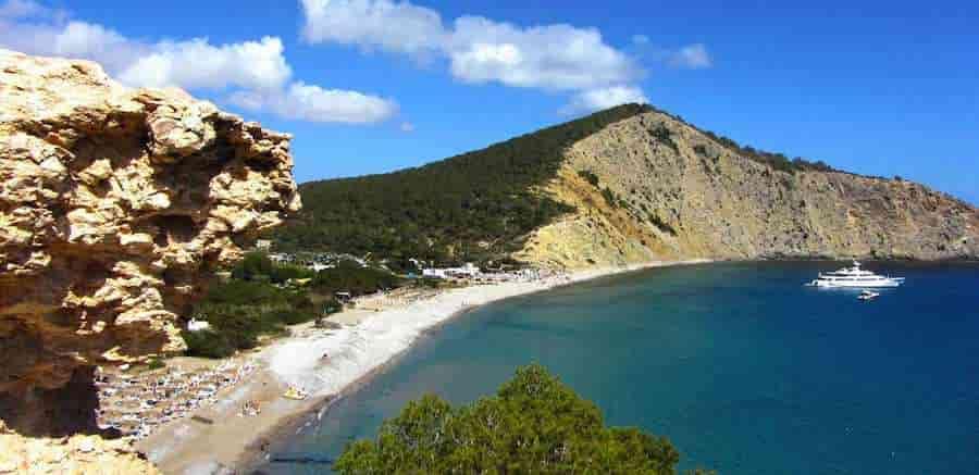 Yacht charter in Jondal Cove, Ibiza, Balearic Islands