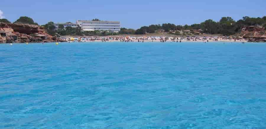 Alquilar barco en Cala Saona, Formentera, Islas Baleares