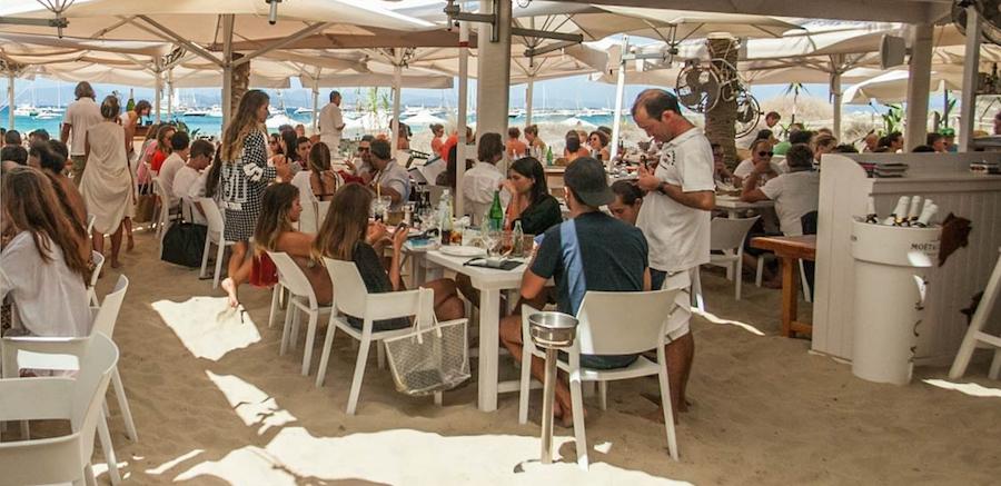 Servicio restaurante barco Ibiza