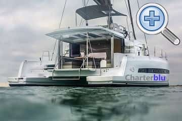 Vista general del catamarán Catana Bali 4.3 de alquiler en aguas de Ibiza y Formentera