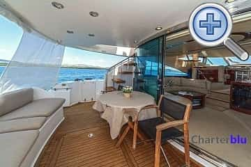 Cockpit view of Fairline Squadron 58 rental yacht in Ibiza and Formentera